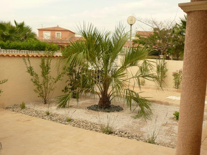 Un jardin sec dans le gard jardins de paysagistes Jardin avec galets blancs