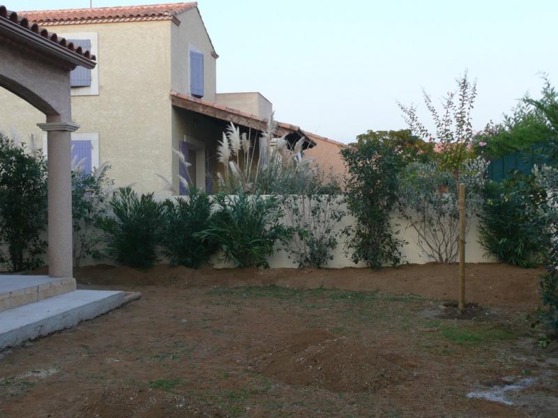 Un jardin sec dans le gard jardins de paysagistes for Cacher vis a vis jardin