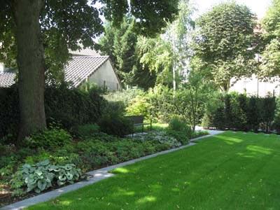 un jardin de ville dans l est entre fantaisie et classicisme jardins de paysagistes. Black Bedroom Furniture Sets. Home Design Ideas
