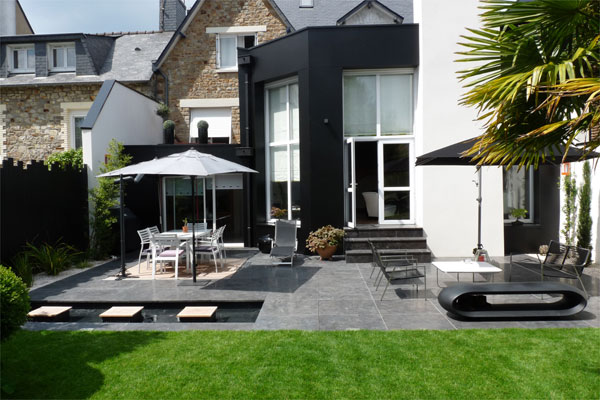 un jardin contemporain pur avec terrasses jardins de paysagistes. Black Bedroom Furniture Sets. Home Design Ideas