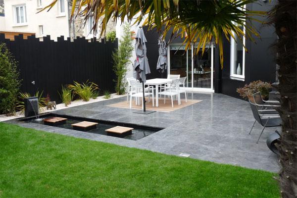 Un jardin contemporain pur avec terrasses jardins de paysagistes for Jardin exterieur design