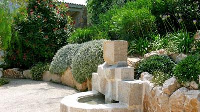 un jardin m diterran en en terrasse jardins de paysagistes. Black Bedroom Furniture Sets. Home Design Ideas