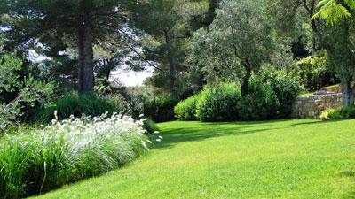 Un jardin m diterran en en terrasse jardins de paysagistes - Amenagement terrasse jardin en pente tours ...