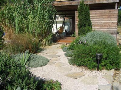 Un jardin m diterran en sans arrosage le magazine gamm vert for Allee de jardin sans herbe