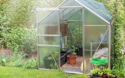 Comment fabriquer une serre de jardin en polycarbonate - Comment monter une serre de jardin ...