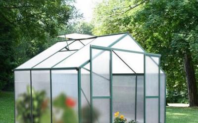 Serre de jardin en polycarbonate : installation, entretien ...