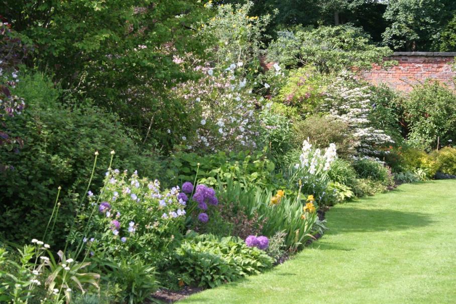 massif jardin gallery of amenager massif jardin anglais with massif jardin awesome massif. Black Bedroom Furniture Sets. Home Design Ideas