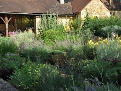 un jardin d 39 aromatiques en p rigord gamm vert. Black Bedroom Furniture Sets. Home Design Ideas