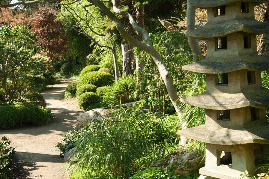 Instillez un souffle asiatique dans votre jardin gamm vert for Fontaine asiatique jardin