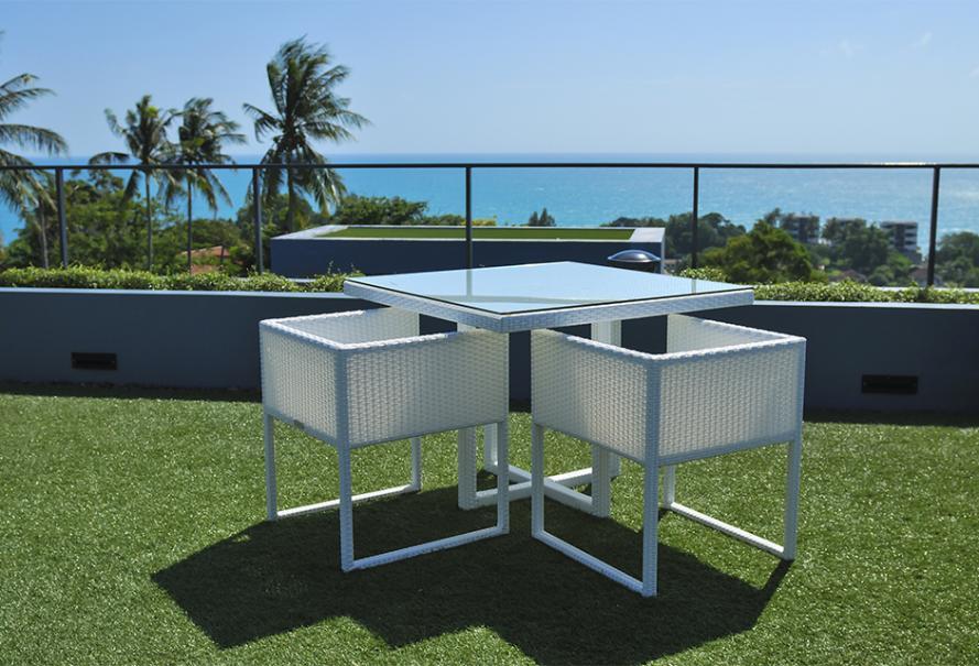 du gazon synth tique pour le balcon gamm vert. Black Bedroom Furniture Sets. Home Design Ideas