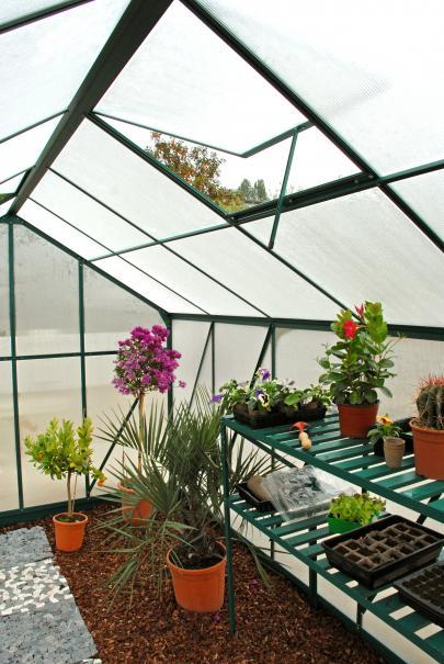 Choisir ses accessoires de serre le magazine gamm vert - Accessoires serre de jardin ...