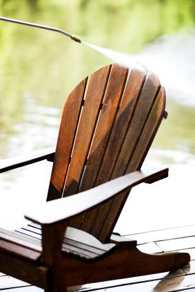 comment entretenir son mobilier de jardin en bois gamm vert. Black Bedroom Furniture Sets. Home Design Ideas