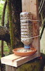 Mangeoire oiseaux gamm vert - Mangeoire oiseaux bouteille ...