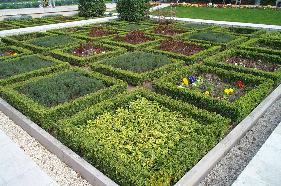 chacun voit midi la porte de son jardin le jardin bien compos vs le jardin naturel gamm vert. Black Bedroom Furniture Sets. Home Design Ideas