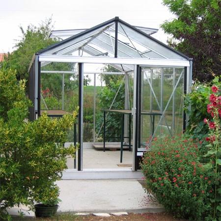 montage d 39 une serre en verre le magazine gamm vert. Black Bedroom Furniture Sets. Home Design Ideas