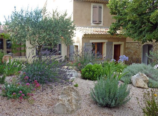 Un coin de jardin qui ne craint pas la sècheresse | Gamm vert