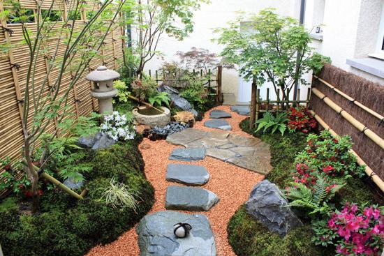 Un d cor japonais dans un petit jardin l 39 ombre gamm vert for Massif jardin japonais