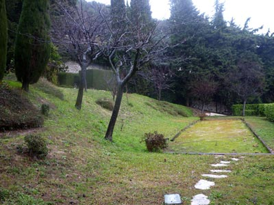 Un jardin d inspiration italienne en provence jardins de for Terrain de petanque dans son jardin